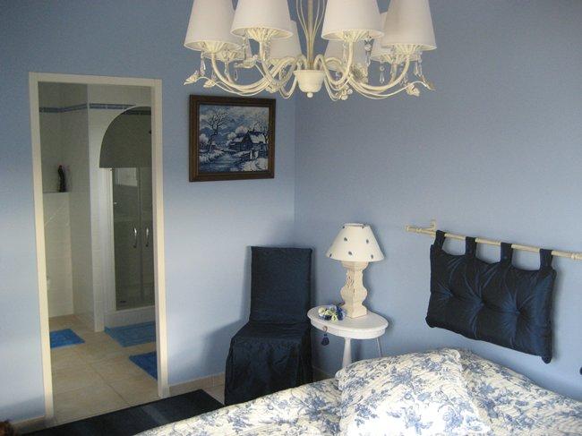 Blauwe slaapkamer muur in de slaapkamer with blauwe for Beste kleur slaapkamer